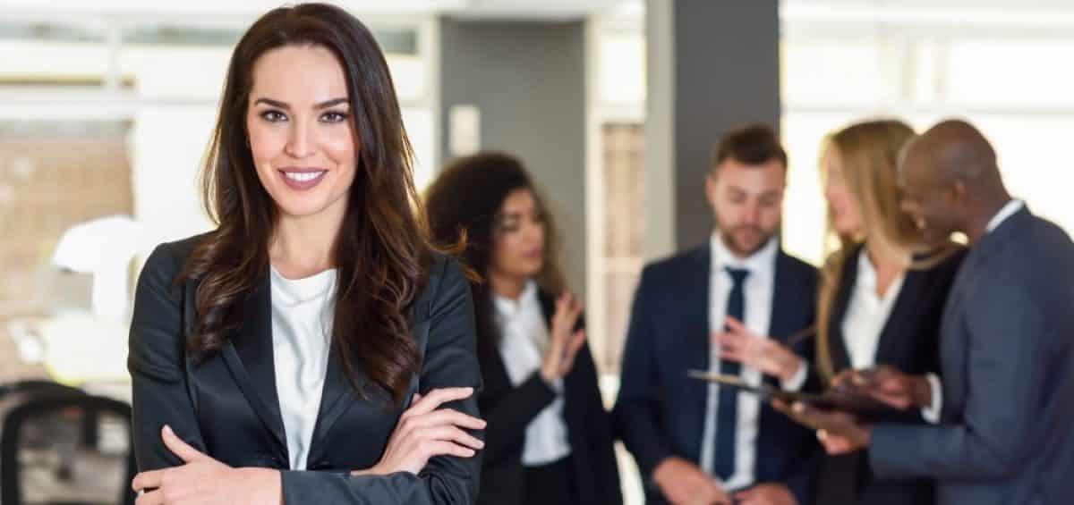 Mujeres en la hospitalidad: liderazgo a paso lento
